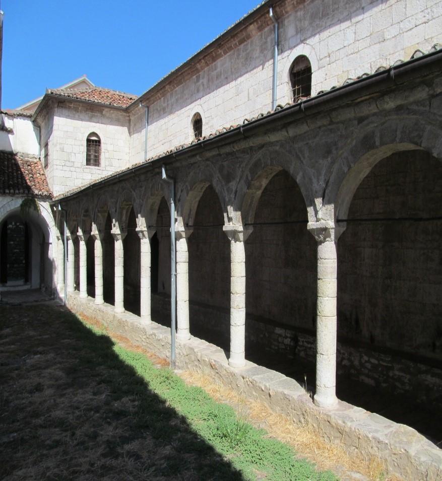 foto 59 Kisha orthodokse e Shen Merise e pretenduar si autoqefale dhe si kombetare–Kala–Elbasan, kur ne fakt stilizimi i ndertimit te saj eshte konform stilizimit vlleh.