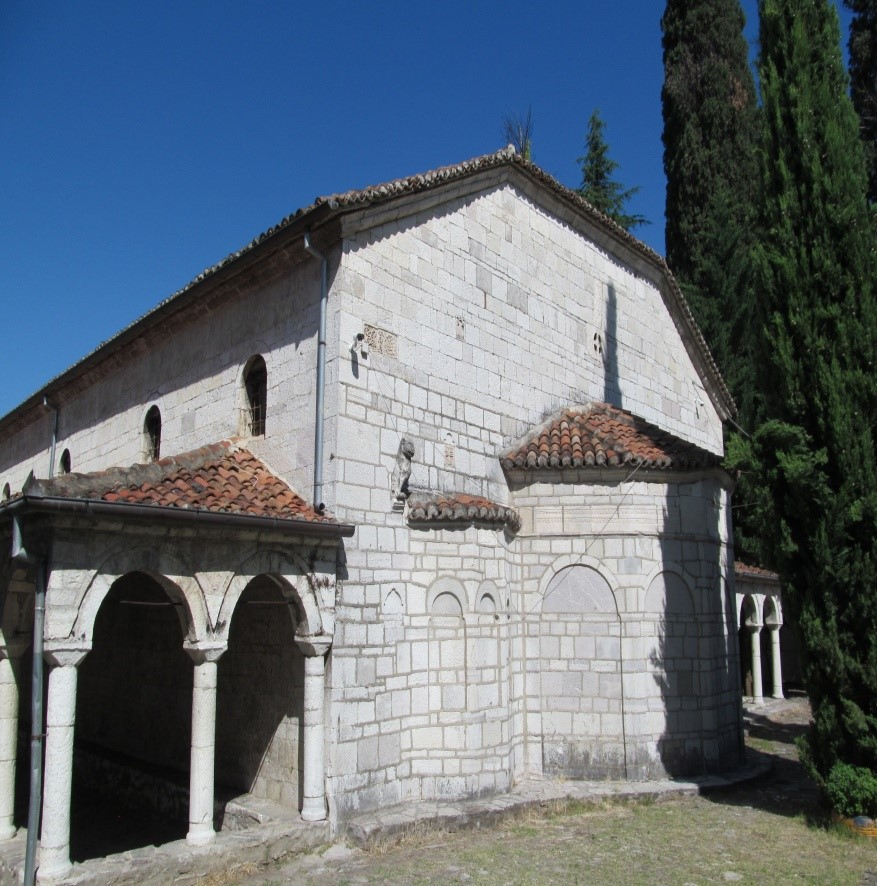 foto 60 Kisha orthodokse e Shen Merise e pretenduar si autoqefale dhe si kombetare–Kala–Elbasan, kur ne fakt stilizimi i ndertimit te saj eshte konform stilizimit vlleh.